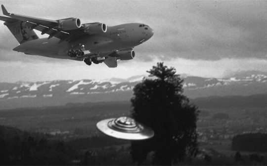 UFO Scouts Plane and Afterwards Executes Impossible Aerial Maneuvers